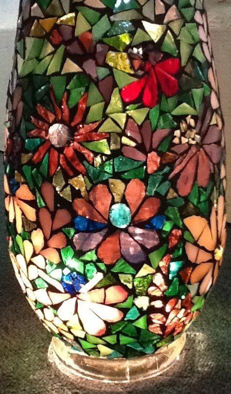 Mosaic Flower Vase y le daría un acabado diferente para que resaltaran las flores.