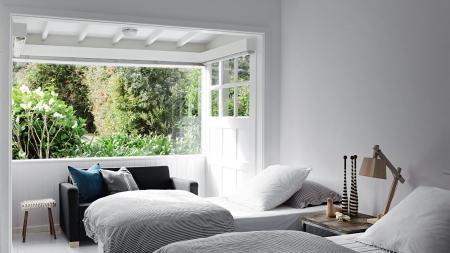 bedroom-window-ACS1214p48