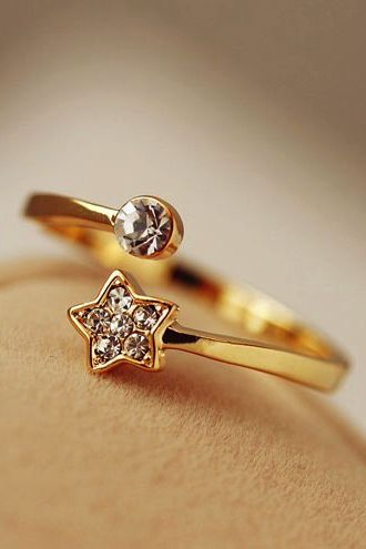 Cool Diamond Star Ring...would be a great toe ring!