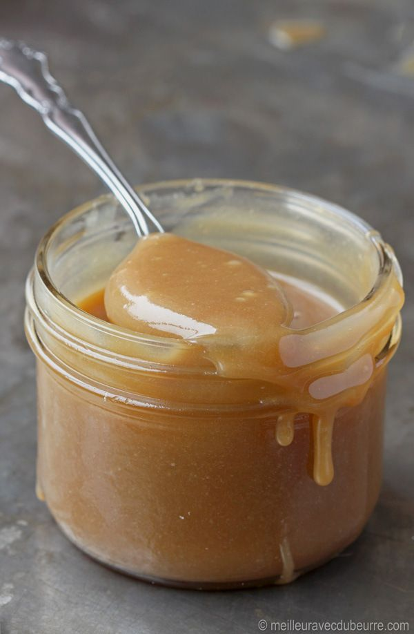 Caramel à tartiner Translation: Ingredients: - 4 c. Brown Sugar - 1 1/2 c. Golden Corn Syrup - 1 c. Butter (salted) - 3/4 c. cold water - 1 can sweetened condensed milk - a pinch of salt  Directions: 1. In a saucepan, bring sugar, syrup and butter to a boil.  Cook at medium 7-8 minutes. 2. Remove from heat, add cold water in 3 parts. 3. Add condensed milk.  Add a pinch of salt, to taste. 4. Cool and pour into 250 mL glass jars.  Makes 6 x 250 mL glass jars.