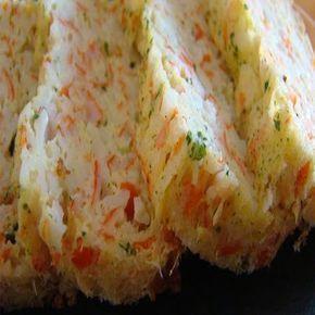 Receta muy sencilla de realizar, y rápida, ya que se realiza en el microondas. Ingredientes: 12 palitos de surimi 2 huevos 80 gr. de queso de untar 70 ml. de leche 1/3 de cucharadita de café de ajo...