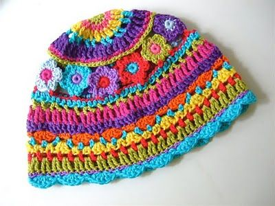 Cute and colorful hat. Wonder how hard this would be to make. **Website is in a foriegn language**