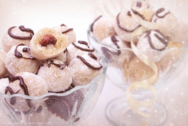 Домашние сливочные конфеты с фундуком    Ингредиенты:    100 г. фундука (если хочется, чтобы орехи были более хрустящими, их можно немного прокалить)  300 г. грецких орехов  1 и 1/4 стакана жирных сливок (30-35%)  2 столовых ложки сахарного сиропа  1 и 2/3 стакана сахара  половина чайной ложки ванильного сахара    Выход: около 40 шт.    vk.com/wall-32231484_160869    Автор рецепта Ляля ( katherine-mor.livejournal.com)  Просто берем 2 ст. ложки воды и 2 ст. ложки сахара, доводим до кипения и…
