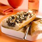 Een heerlijk recept: Gevuld stokbrood met gehakt feta en pijnboompitjes