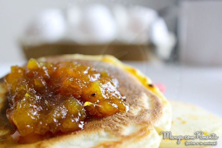 Geleia de Abacaxi com Gengibre, perfeito para o café da manhã no Dia das Mães. Para ver a receita, clique na imagem para ir ao Manga com Pimenta.