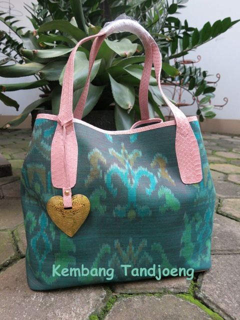 HAPPY Bag: Tenun Endek Bali & Cobra Skin