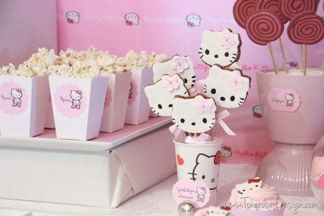Hello Kitty dessert table - dessertbord barnebursdag rosa