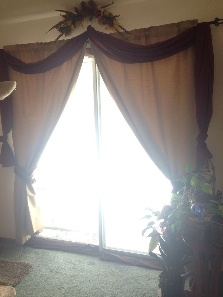 Dining Room Patio Door With Thermal Drapes Scarf Valance And Leaf Wreath Overtop Open