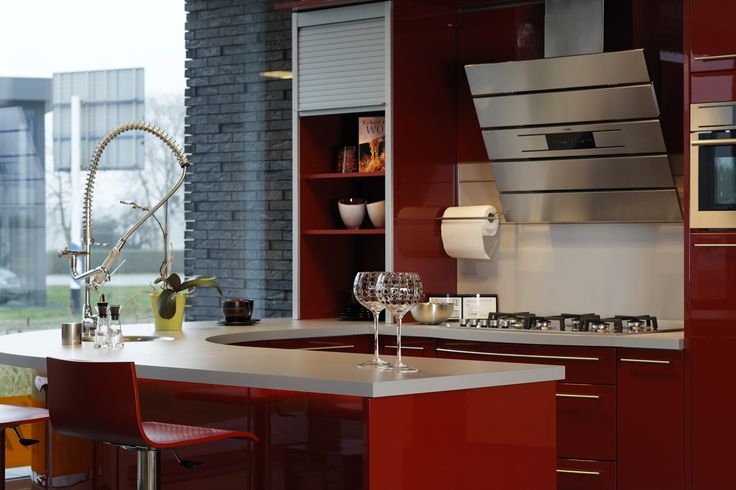 Hoogglans rode keuken met ronde vormen, Odink Keukens Tynarlo, http://odinkkeukens.nl/