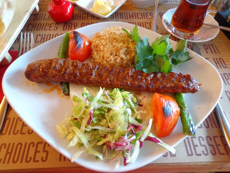 """Adana Usulu Acisiz Kebap"""" (the so called 'Kebap from Adana; with minced lamb and beef marinated with spices served with grilled tomatoes, green peppers and pounded wheat rice and pita bread @ Restaurant Nar Steak & Döner"""