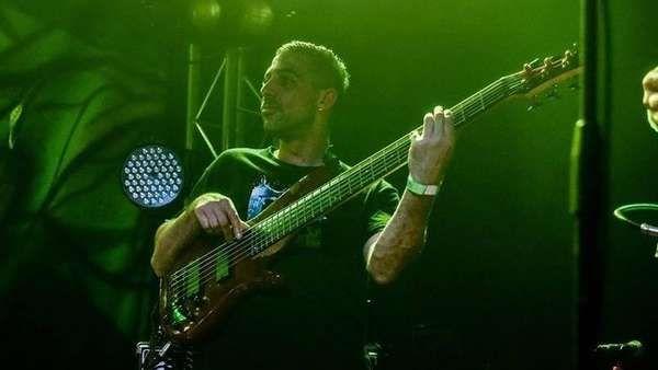 """Confusa detención del ex bajista de Dread Mar I   El ex bajista de la banda de reggae Dread Mar I, Fabián """"Pigu"""" Loredo, fue detenido por tenencia de drogas. Entre lo que secuestró la Policía, se... http://sientemendoza.com/2017/02/08/confusa-detencion-del-ex-bajista-de-dread-mar-i/"""