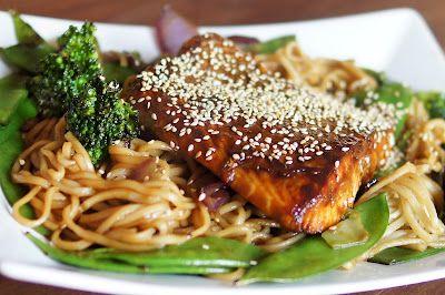 Zalm teriyaki met noedels, peultjes en broccoli
