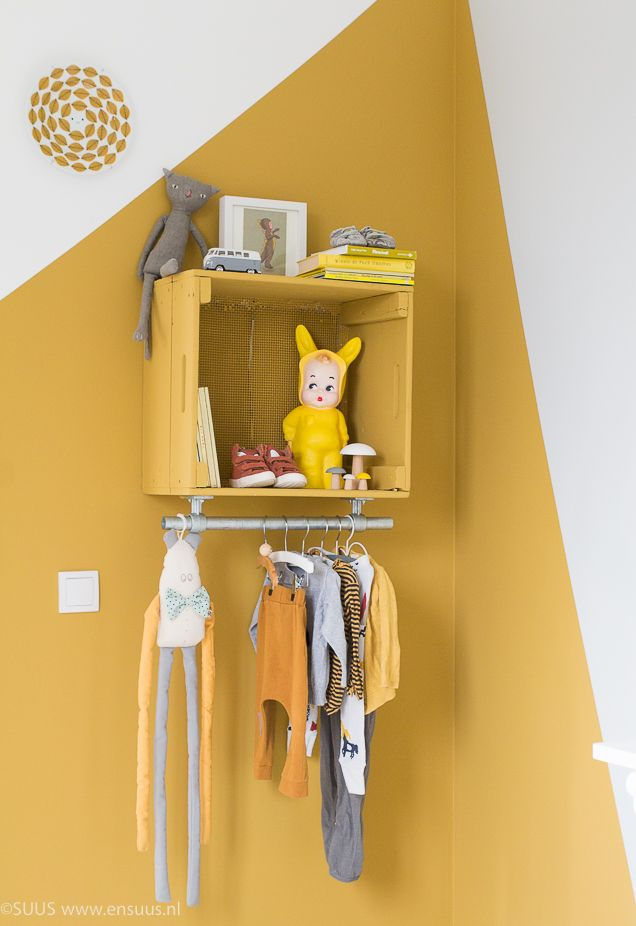 &SUUS | Okergoud in de kinderkamer | Kleur van het Jaar | www.ensuus.nl | DIY kast  | Kidsroom | Boysroom | Flexa okergoud |