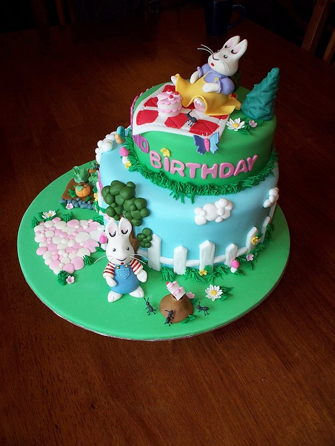 Max & Ruby cake by Andrea's SweetCakes, via Flickr - squee!  I LOVE Max & Ruby!!