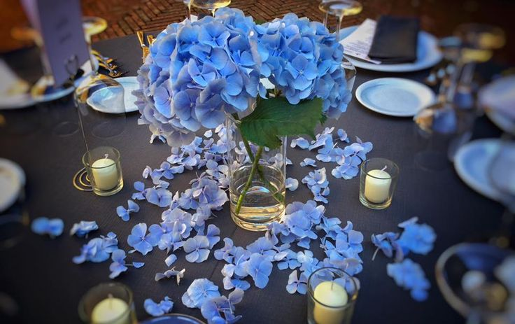 light #blue decor #centerpiece by #violamalva #weddingintuscany #castleilpalagio