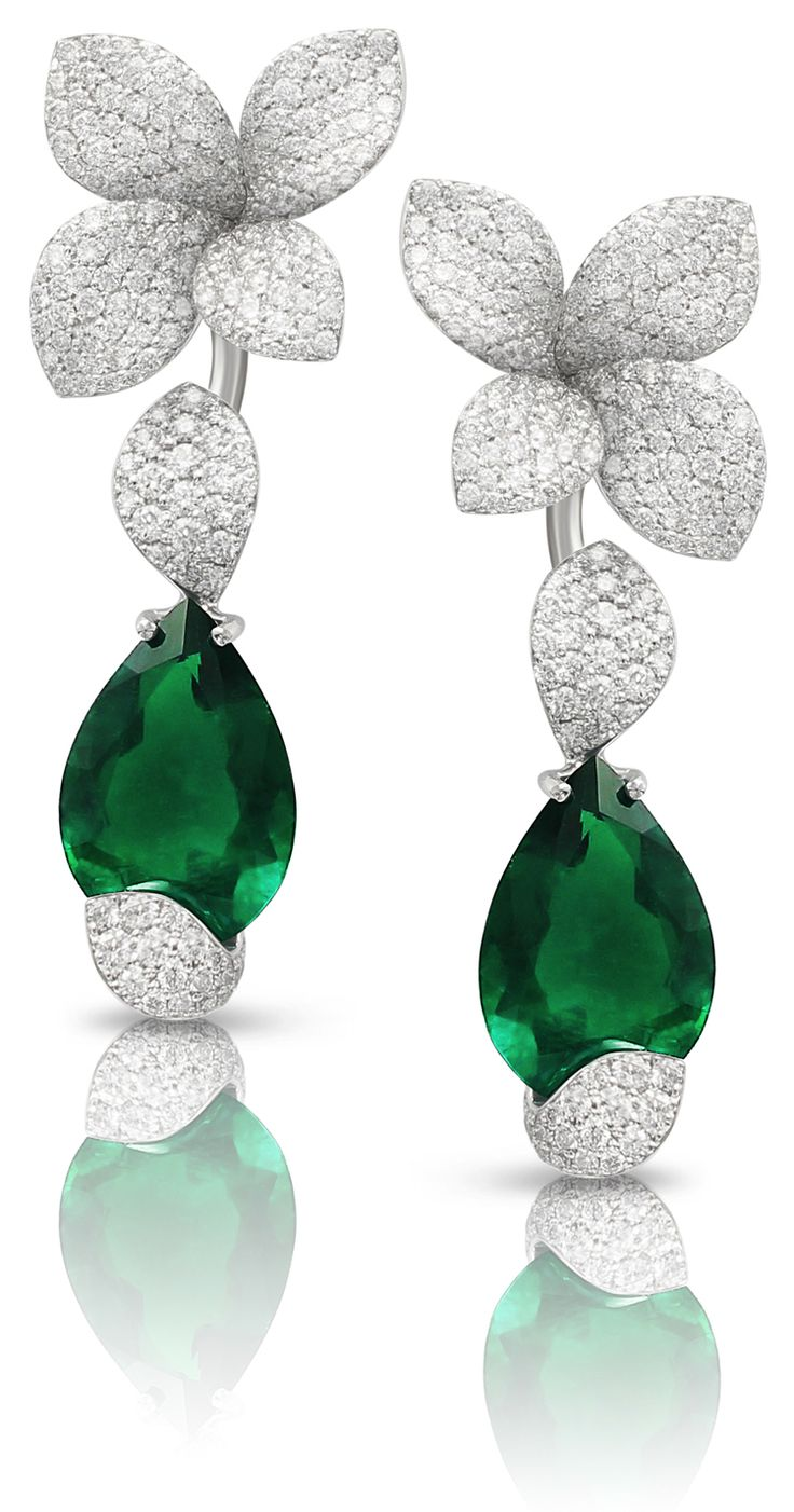 #GiardiniSegreti - #Earrings from « Le Bal Des émeraudes » - #PasqualeBruni - #FineJewelry collection in 18K white gold set with #PearCut - #Emerald and #RoundCut - #Diamonds - July 2016