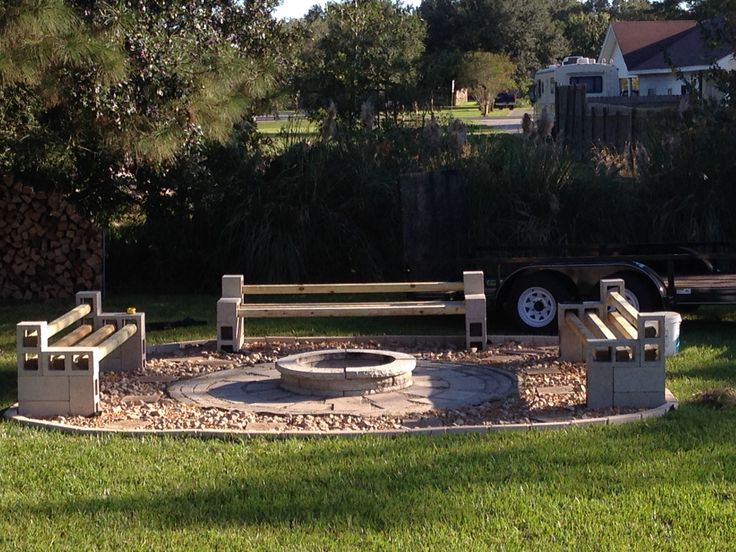 Cinder block benches around fire pit outdoor pinterest for How to build a fire pit with concrete blocks