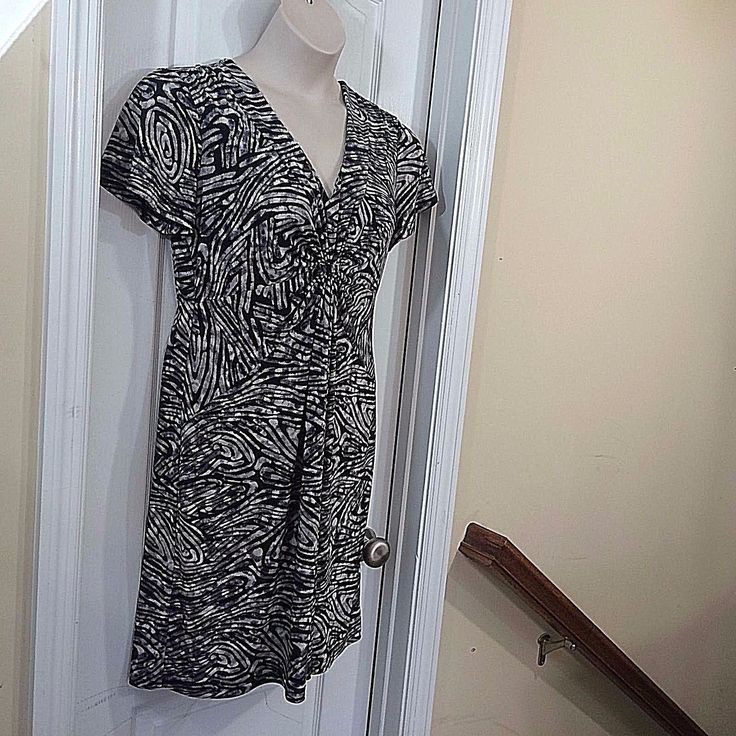 Awesome Great Daisy Fuentes sz L black gray animal print pullover SS stretch knit dress  2018 Check more at http://24shopping.cf/my-desires/great-daisy-fuentes-sz-l-black-gray-animal-print-pullover-ss-stretch-knit-dress-2018/