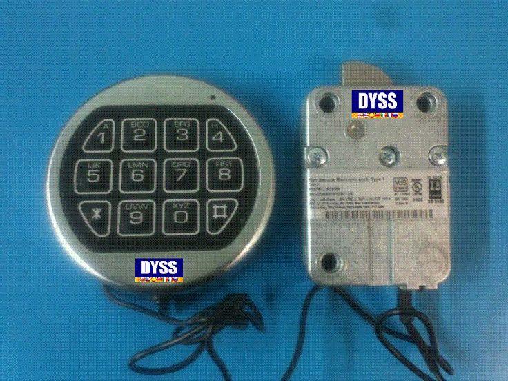 Cerradura electronica cajas fuertes Usuario MANAGER que gestiona un segundo usuario (Añadir/Eliminar/Habilitar/Deshabilitar). Penalización de la cerradura por varios intentos de combinación erróneos. Botonera cromada  (ver fotografía). Homologación UL, VdS, ECB-S. Alimentación a través de la botonera mediante una batería de 9V alcalina. Señalización de batería baja.  Precio instalación orientativo 200.-€