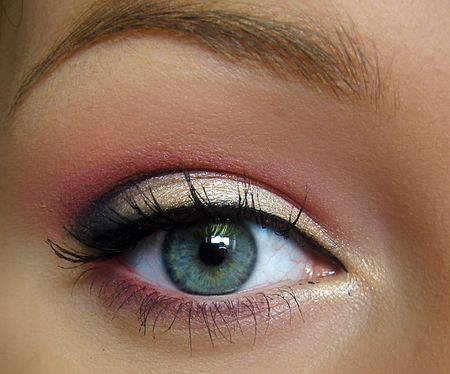 This is so beautiful.. a perfect go to eye look for spring and summer.