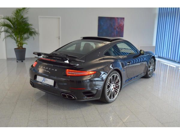 Porsche 911 (991) Turbo Coupe PDK (http://www.x-leasing.de/leasing/t.php?number=122617) basaltschwarzmet. / Ganzleder schwarz - EZ 03/14, 39125 km, 383 KW, 3800 ccm 1.359,--€ mtl. Leasingrate, 24.999,--€ Anzahlung, Laufzeit 42 Mon. Automatik PDK, PCM Navi, 20 Zoll Turborad, Klima, Bi-Xenon inkl. PDLS, el.. Schiebe- / Hubdach, vollel. Sportsitze mit Memory u. Sitzheizung, PDC, Tempolimitanzeige, Tempomat, Handyvorbereitung, Sport Chrono Paket, Servolenkung +, Bose Soundsystem, Sport Design…