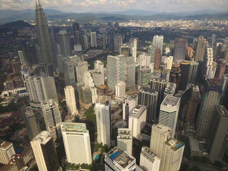 Menara KL- 360° Blick über die Stadt Petronas Towers, Kuala Lumpur, Malaysia