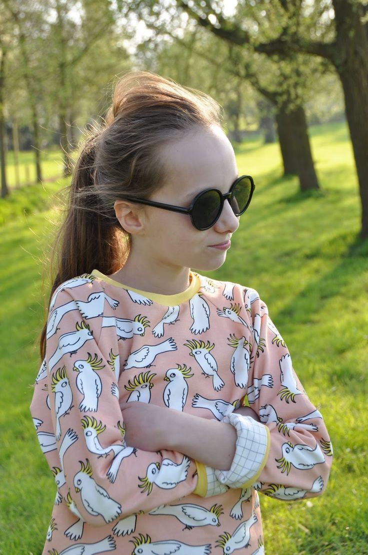 Zag je gisteren de trui van Emma?   Een trui met twee lagen, aan beide kanten te dragen.   Lekker warm en hip.        Een gewone trui maken...