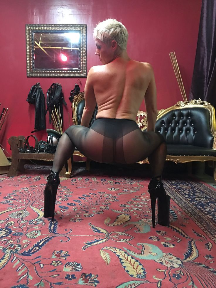 """#pantyhose #highheels #nylonfetish #assworship"""