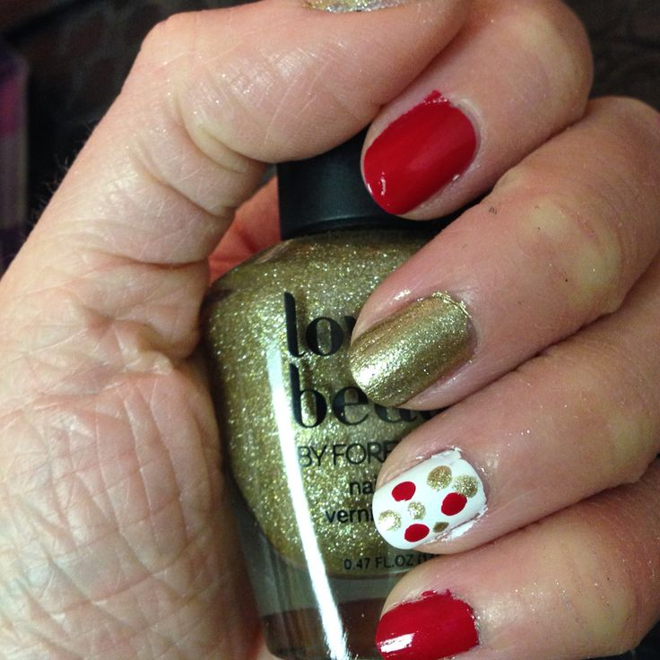 Red and gold Christmas nails!