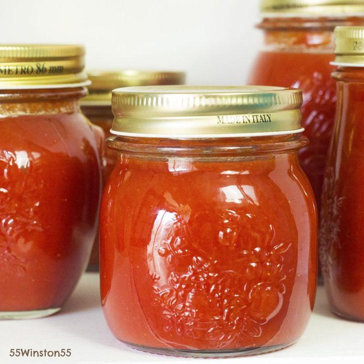 CONSERVA DI SALSA DI POMODORO FRESCO FATTA IN CASA ingredienti: buon pomodoro fresco, tanto basilico fresco, un po' di tempo a disposizione