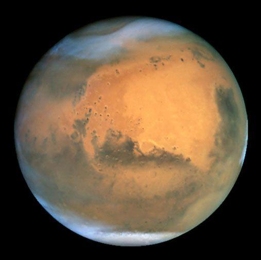 Le télescope Hubble, alors en orbite terrestre, a capté cette image le 26 juin 2001, quand Mars était à environ 68 000 000 km de la Terre, son approche la plus proche de notre planète depuis 1988.