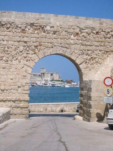 arco del castello - MONOPOLI - inserita