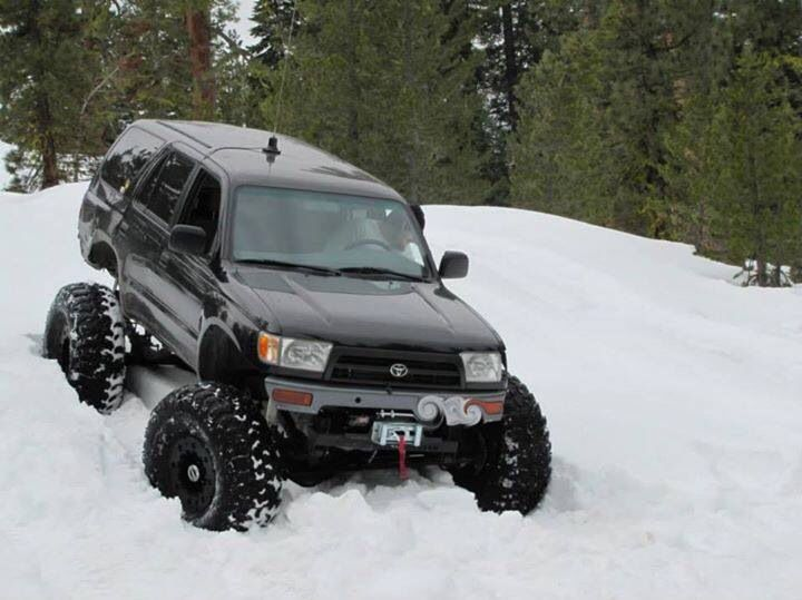 SAS 4runner snow wheeling