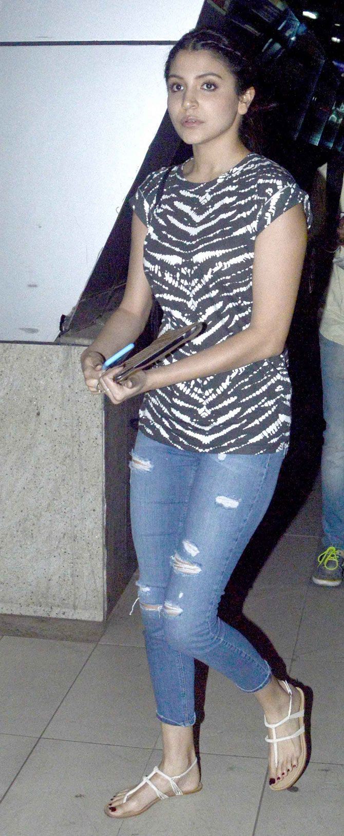 Anushka Sharma at Mumbai airport.