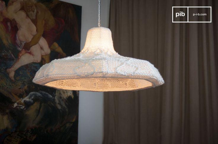 La lampada a sospensione Lana non emette calore solo dalla sua luce ma anche dalla sua straordinaria struttura.