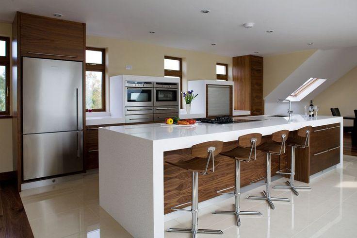 Белоснежный стол-барная стойка для кухни