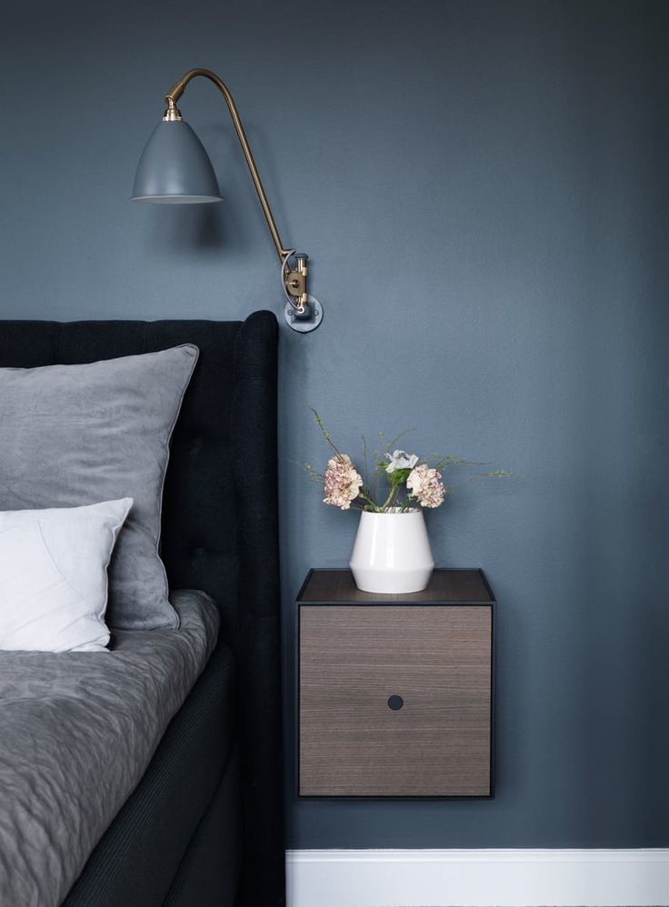 Nattbord med enkle former