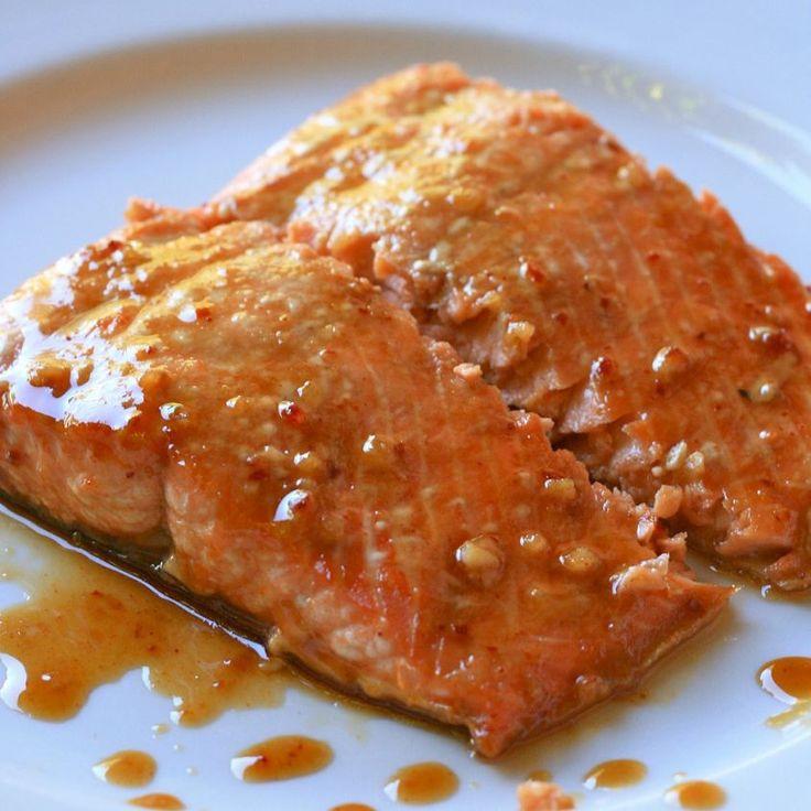 Con il microonde potete portare questo saporito salmone in tavola in cinque minuti.