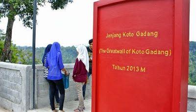 Melihat kemegahan Great Wall tak perlu jauh-jauh ke China. Kota Bukittinggi di Sumatera Barat juga punya, Janjang Koto Gadang namanya. Inilah tempat wisata baru di Sumatera Barat yang membawa Anda serasa di Tembok China.