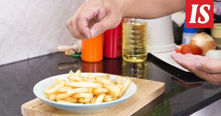 Ruokaa pitäisi aina maistaa ennen tarjoilua, kertoo eräs kokki.