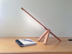 Uno-lámpara: Lámpara de mesa maravillosamente hecha a mano de esta es absoluta mínimo. Limpio y moderno hace una hermosa declaración sentado en su