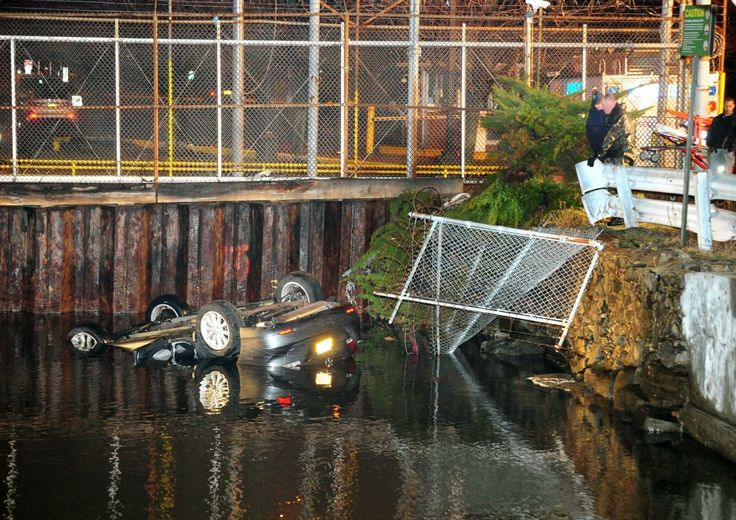 Queens SUV carrying four people plunges into icy East River in Astoria blocks away from fatal Steinway Creek accident A Good Samaritan helps ..   http://www.ajlounyinjurylaw.com