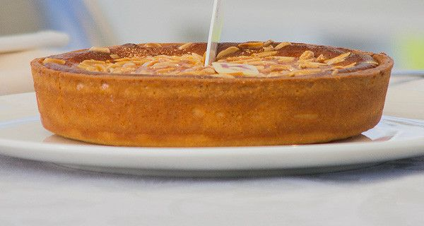 Torta Alessandra di Knam (frangipane, crema pasticcera e amarene)