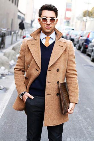 ビジネスカジュアルの着こなし・コーディネート一覧【メンズ】 | Italy Web ... のVネックニット+シャツ+ネクタイ。  インナーの組み合わせはビジネスカジュアルの参考書どおり。ただ、シャツは清楚感のある白でありながらも、ニットは色の…