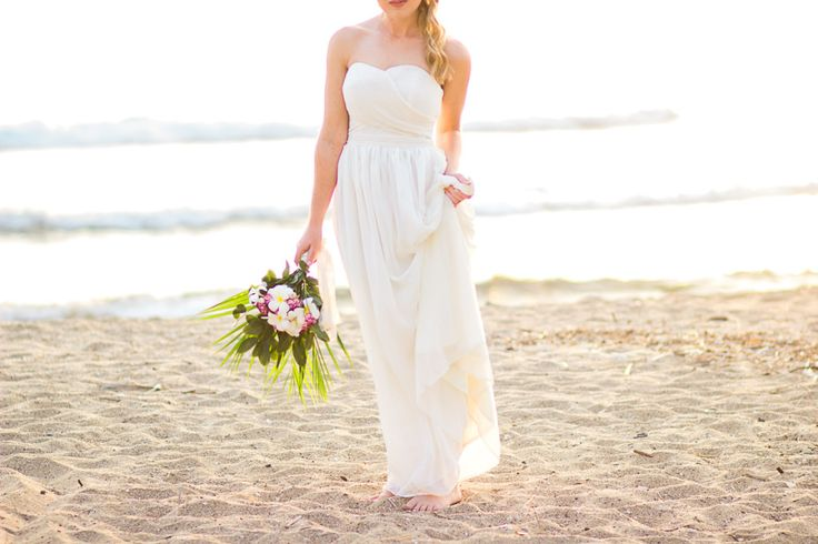 Beach wedding. Hawaii Bridal Shoot.