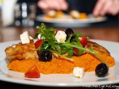 » Honningglassert kyllingbryst med gulrotpurè og fetasalat