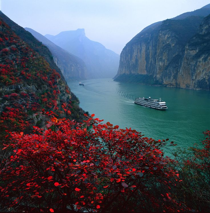 Qutang Gorge #China #Travel #Holidays #Vacations #Cruise #Yangtze #River #каникулы #vacaciones #feriados