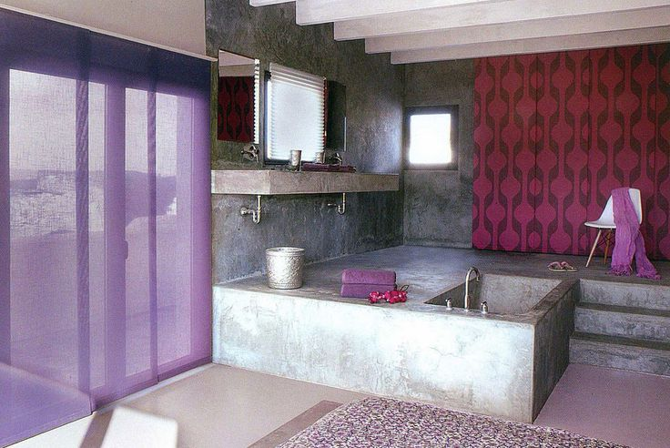 tende-per-bagno-con-il-colore-rosso-e-ci-sono-linee-nere.jpg 890×595 pixel