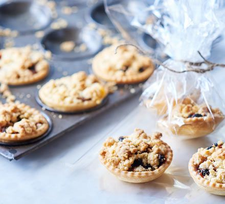 A twist on a festive favourite, adding a layer of creamy custard and a delectable crumbly topping makes an irresistible and more mellow mince pie