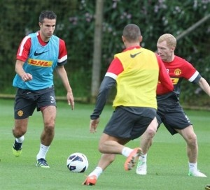 Van Persie taking on Scholes in his first Manchester United Training Session